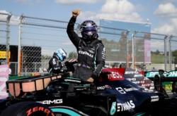 La mayoritaria afición neerlandesa en Hungaroring silbó al inglés en cuanto escuchó su nombre, recordando lo sucedido en Silverstone.