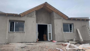 Imagen de la sala de primeros auxilios que se está construyendo en Aldea Sepaucal con respaldo de Provincia.