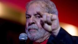 Miles de brasileños en las calles, convocados por sindicatos, organizaciones estudiantiles y movimientos sociales, para rechazar la gestión de la pandemia de Bolsonaro.