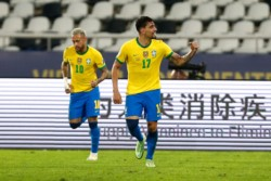 Paquetá volvió a convertir, gracias a una genialidad de Neymar.