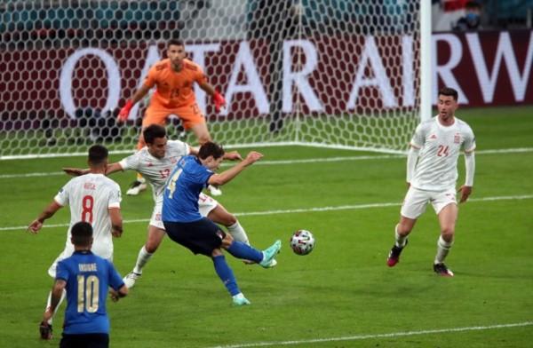 Federico Chiesa marcó el gol de Italia en los noventa minutos.