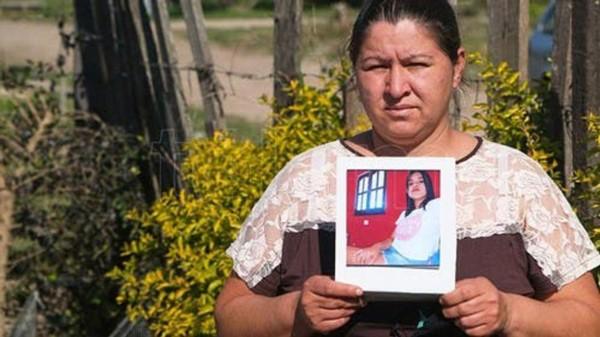 """Karina Ayala hizo un pedido desesperado a los jóvenes para que se """"cuiden"""" y lamentó que su hija """"no creía en la enfermedad""""."""