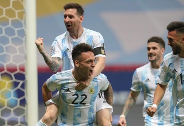 Argentina encontró temprano el 1-0 ante Colombia en Brasilia.