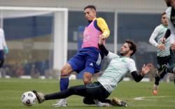 Almendra no pudo terminar el amistoso ante Sarmiento por un golpe en su tobillo izquierdo.