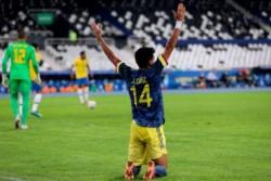 Luis Díaz fue la figura del partido, con dos goles, el segundo en tiempo de descuento.