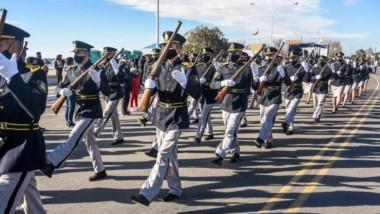 La comunidad festejó el día de la Independencia, acompañando el desfiel de las fuerzas de seguridad.