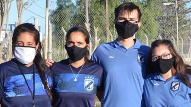 Nuria Lamela posa junto a su cuerpo técnico antes del debut.
