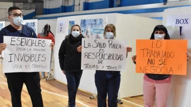 Así se manifestaron los enfermeros que están trabajando en el vacunatoria del Gimnasio de Trelew.