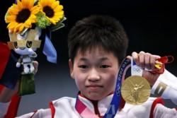 La clavadista de 14 años de edad, Quan Hongchan, rechazó ayuda médica para su familia, una casa, entre otros tantos regalos.