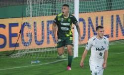 Defensa y Justicia venció a Sarmiento y llegó a 7 puntos en el torneo. El Verde acumula 6.