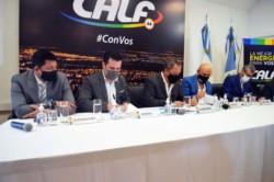 El secretario de Energía de la Nación, Darío Martínez, y el presidente de la Cooperativa Provincial de Servicios Públicos y Comunitarios de Neuquén Limitada (CALF), Carlos Ciapponi, firmaron el acuerd