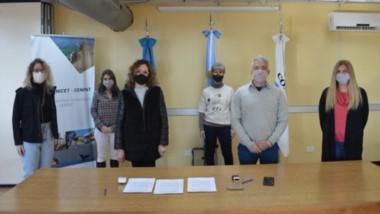 Protagonistas. Los miembros de la entidad científica y del laboratorio se pusieron de acuerdo en Madryn.