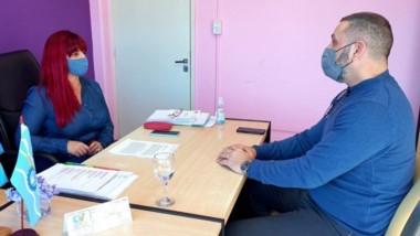 Fabricio Petrakosky  se reunió con la concejala Lorena Alcalá.