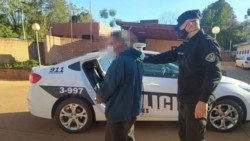 Al ver a los uniformados, el acusado intentó huir pero fue detenido y trasladado a la Comisaría Tercera.