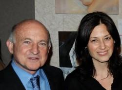 Richard Robinson junto a su amante, a Iole Lucchese, directora de estrategia de la empresa.