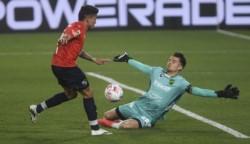 Independiente fue más que Defensa y Justicia, pero se quedó sobre el final y lo pudo haber perdido si no era por las intervenciones de Sebastián Sosa.