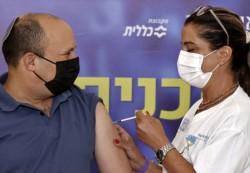 El primer ministro israelí, Naftali Bennett, recibió una tercera dosis de la vacuna contra el coronavirus.
