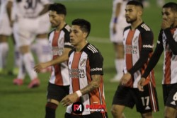 Tras la eliminación ante Mineiro el equipo de Gallardo igualó 1-1 con el Lobo y no pudo recortar distancia con el líder Independiente.