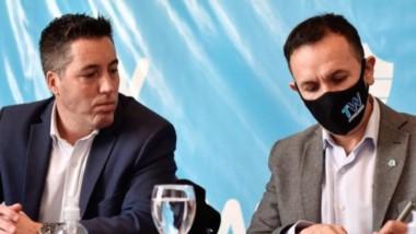 """El intendente rubrica la firma del convenio con Nación a través del programa """"Argentina Hace""""."""