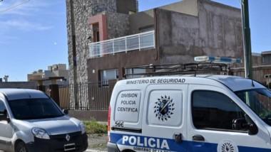 Recorrida. El personal policial durante el procedimiento concretado en la villa balnearia capitalina.