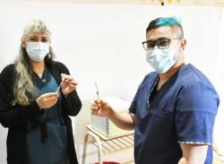 Campaña de vacunación contra el Covid en el Gimnasio Municipal N°1 de Trelew