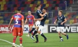 Los goles Indepte. Rivadavia fueron de Lucas Ambrogio de cabeza y un golazo del Colo Martínez.