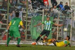 Independiente le ganó a Racing, por 2 a 1, en El Tehuelche.