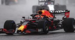 Verstappen termina como el ganador por ser primero en la parrilla.