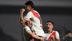 River lo dio vuelta con goles de Enzo Pérez y Carrascal y venció 2-1 a Sarmiento.