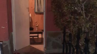 La puerta de la casa de la calle Musacchio que intentó quemar Ortiz.
