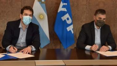 Rúbrica. La Municipalidad y la operadora acordaron la colaboración para el crecimiento tecnológico.