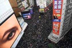 Marcha de protesta en Hong Kong realizada durante diciembre de 2019. Beijing vigila...