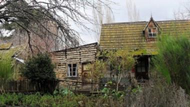 Las antiguas casonas, aún varias en pie, en la región de la Comarca Andina Patagónica y la historia de las familias pioneras en esa zona lejana.