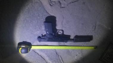 El arma de fuego  9 mm. fue secuestrada por la Policía tras el hecho.