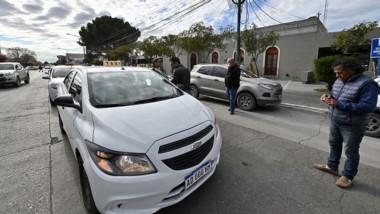 Los trabajadores del volante se manifestaron frente al municipio.