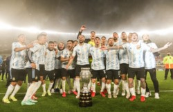 La alegría del plantel argentino en el festejo tras la obtención de la Copa América.