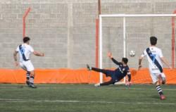 Momento de la expulsión de Nicolás Cottet, arquero de Racing Club, en el empate 1-1 ante Ever Ready.
