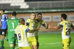 El Canalla comenzó perdiendo y lo dio vuelta con dos goles de Marco Ruben.
