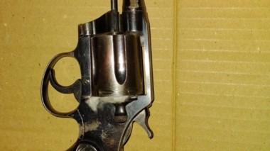 El Colt .38, fue incautado por violación al artículo 189 bis del Código.