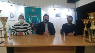 Martín Pala, pte. Asociación Polideportivo, y Miguel Larrauri, secretario de gobierno, en la presentación.