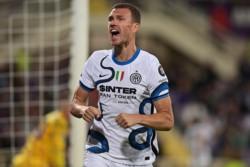 Dzeko, anotó el segundo. El Inter de Milán es líder momentáneo después de remontar en tres minutos a la Fiorentina.