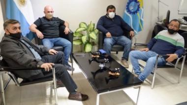 El encuentro mantenido por el vicegobernador Ricardo Sastre y el gremio del STIA por la laey de Pesca.