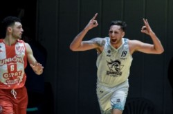 Agustín Barreiro fue el hombre de la noche para los de Villagrán, ya que terminó el juego con un doble-doble de 21 puntos y 10 rebotes.