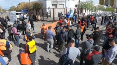 Frente a Casa de Gobierno volvieron las protestas de diferentes sectores en rechazo al aumento anunciado.