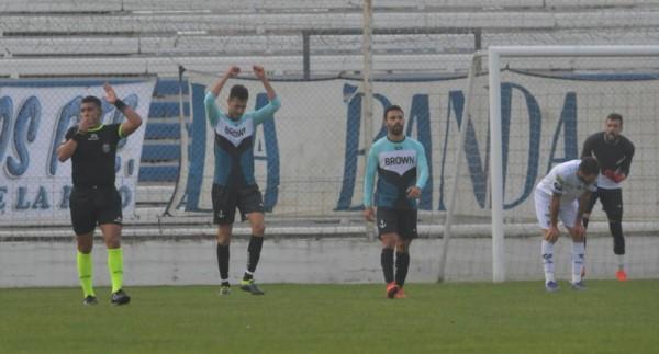 Guillermo Brown le ganó por la mínima a Almagro en Puerto Madryn.