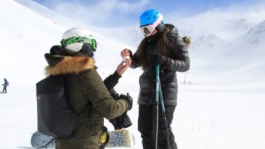 Amor en la nieve. Matías le propuso matrimonio a Daniela en La Hoya.