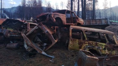 Basura. Los efectos del fuego quedaron tirados en la Comarca y por ahora no hubo ninguna limpieza.