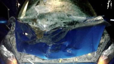 El vehículo quedó dañado en todo su frente y el conductor está bien.