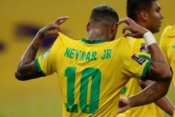 Brasil gana sin problemas a Perú (2-0) y mantiene su pleno de victorias
