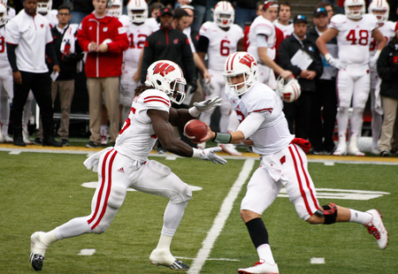 Joel stave hand off to melvin gordon 2014